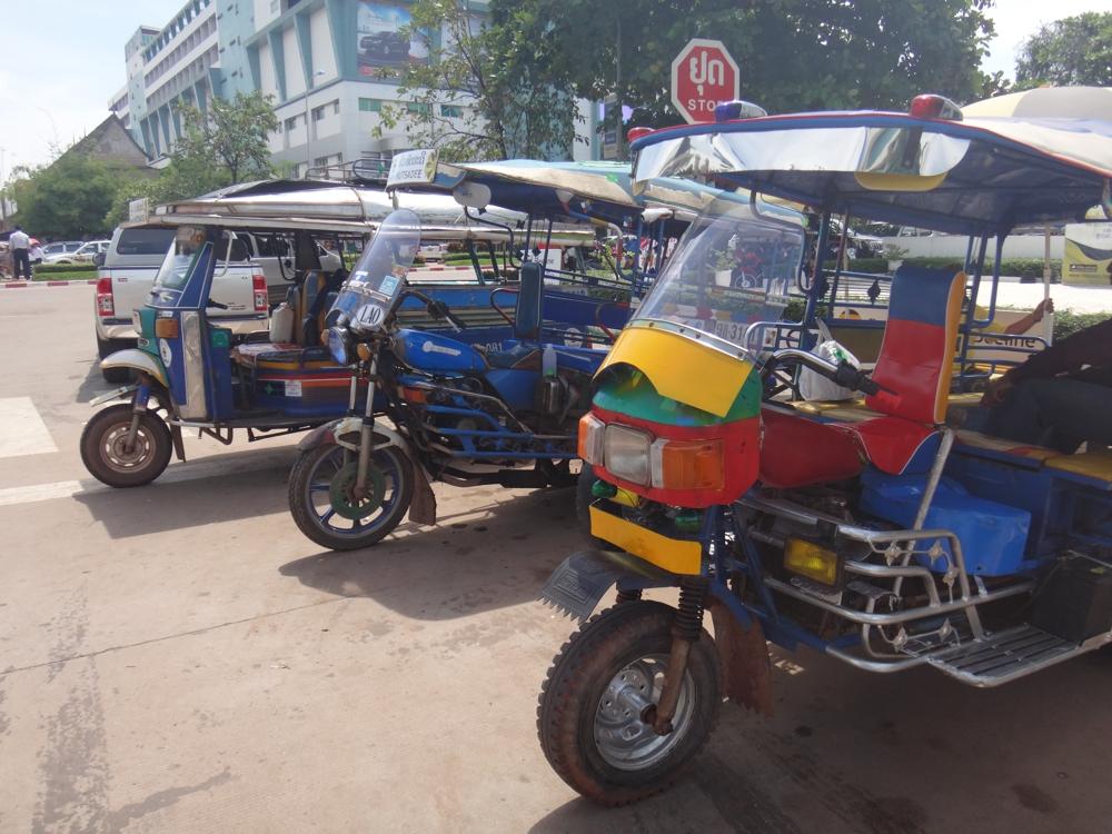 laos-tuktuk