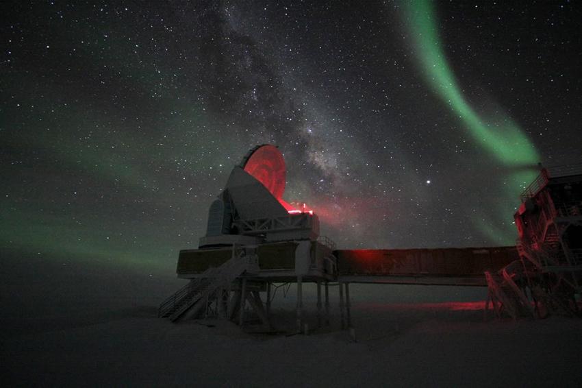 antarctica-aurora